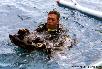 Romeo (Berufstaucher mit Zertifikat) beim 'Anrödeln' im Wasser
