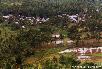 Bergdorf mit vorgelagerten Reisfeldern als Nahrungsquelle für die Familien